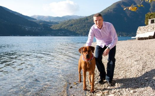 Hund, See, Berge, Hotel Parco San Marco Lifestyle Beach Resort Umgebung, Strand