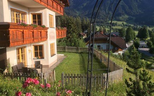 Hotel in den Bergen mit eingezäuntem Hundebereich, Landhaus Bellevue, Urlaub mit Hund in Österreich