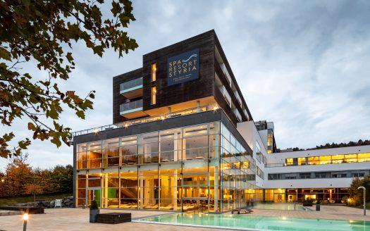 Aussenansicht Spa Resort Styria bei wolkigem Himmel, © Mario Buehner