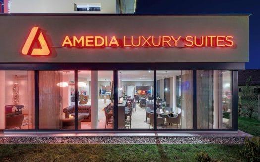 Restaurant, AMEDIA Luxury Suites, Nacht, Außen