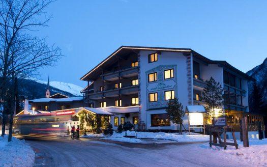 Außenansicht Hotel, Hunguest Hotel Heiligenblut, Urlaub mit Hund in Österreich