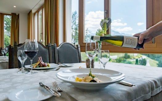 Restaurant, gedeckter Tisch, Hotel Inntalerhof, Wellnessurlaub mit Hund in Österreich