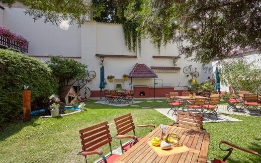 schöner Innenhof mit Hundehütte, Hotel Praterstern, Urlaub mit Hund in Wien