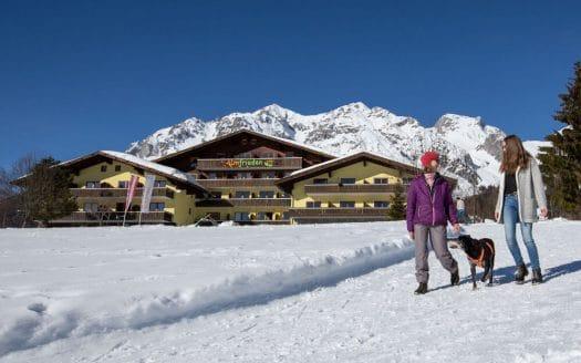 winterwandern almfrieden hund hotel winter urlaub